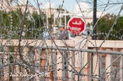 Everything is quiet around here (JRodrigues) Tags: nikon tunisia tunis unesco worldheritagesite barbedwire medina tunes nikkor razorwire whs kasbah d300 kasba 2013 qabis joorodrigues 18105mmf3556gvr rodriguesphoto