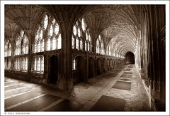 Gloucester Cathedral (Eric Goncalves) Tags: christmas england color perspective perspectives gloucestershire gloucestercathedral canon7d tamronspaf1024mm ericgoncalves