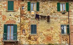 Lucignano, panni stesi (forastico) Tags: toscana lucignano pannistesi panni d3200 forastico marzo2014challengewinnercontest