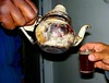 Tea time on the rig. (elPio (Luis Escalante)) Tags: old sahara desert tea antique pot teapot hassi hassimessaud mle10