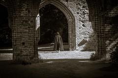 Klosterruine Eldena-3 (foto-gemaa) Tags: ruine greifswald eldena mönch historisch kutte klosterruine mauerwerk urlaub2015