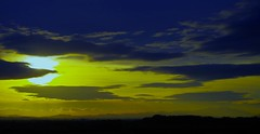 Moncayo, sol y nubes (portalealba) Tags: moncayo zaragoza juslibol aragon españa spain sunset sol portalealba pentax pentaxk50 nwn