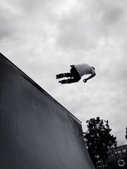 Skate fun! (Pablouno) Tags: park city ciudad parque rampa patines outside fun skate patinador fly vuelo salto jump clouds nubes hombre fujifilm streetphotography bogotá xf1024 bw monochromatic monocromático contrast fujixt1 skater