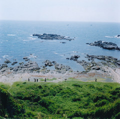 hill climbing by the sea (F.Suzuki) Tags: sea color 120 film analog print snap 66 negative scanned cape fujifilm medium format kanagawa fujinon ebc fujicolor 66 pro400 80mmf35 gf670