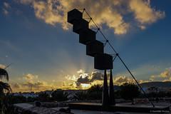 Ponerse de pie (SantiMB.Photos) Tags: sky sculpture espaa statue clouds geotagged atardecer couple pareja dusk escultura cielo calatrava nubes estatua esp baleares palmademallorca sal18250 geo:lat=3956980224 geo:lon=264128655