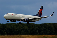 Just A Delta Jet (planephotoman) Tags: weather wind delta pdx boeing beacon 737 b737 737800 deltaairlines 738 3718 kpdx portlandinternationalairport pdxaircraft 737832 n388da pic18800