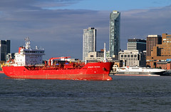 Bomar Sedna & Steam Packet Ferry (David Chennell) Tags: liverpool iom merseyside rivermersey steampacket merseyshipping bomarsedna
