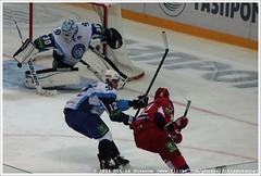 Lokomotiv Yaroslavl vs Dinamo Minsk (Dit is Suzanne) Tags: hockey 30 russia icehockey 12 72 yaroslavl rusland eishockey   jaroslavl ijshockey views900  img1989 khl ditissuzanne canoneos40d lokomotivyaroslavl   sigma18250mm13563hsm larshaugen  hcdinamominsk kontintentalhockeyleague arena2000   2000 locomotivehc  22092014  emilgalimov   andreifilichkin lokomotivhc