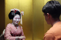 A meiko-san shows us an entertaining game (Kyoto, Japan) (THINKGlobalSchool) Tags: japan kyoto culture geisha lclark wexplore kyotoset