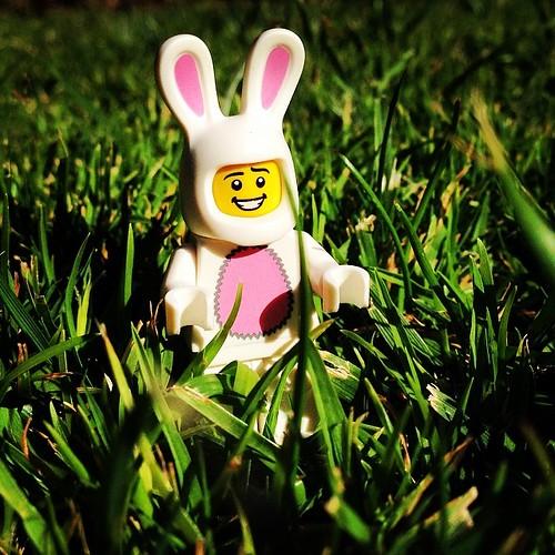 En 3 días más resucitare y comerán mis huevos #lego #minifig #easter #bunny
