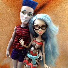 What A Couple : Photoshoot (MyMonsterHighWorld) Tags: monster dead high doll spirit mo tired slo mattel ghoul sloman yelps ghoulia mortavitch