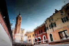 La tour de l'Horloge à Comacchio (Paolo Pizzimenti) Tags: lagune film village paolo olympus reflet dxo miroir pêcheur zuiko italie comacchio tromploeil pellicule