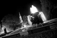 Albertplatz (sconi piladi) Tags: bw white black fountain bulb night canon eos long exposure brunnen sigma sw weiss schwarz 1224 nach albertplatz weis dreiknigskirche 600d wogen strmische