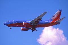 223hx - Southwest Airlines Boeing 737-700; N405WN@LAS;17.04.2003 (Aero Icarus) Tags: slidescan plane aircraft avion flugzeug southwestairlines boeing737700 n405wn las lasvegasmccarranairport
