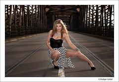 Jeanette (der-den-Kaugummi-kaut) Tags: bridge portrait sexy stockings girl fashion germany deutschland fuji legs babe fujifilm brcke pantyhose nylon beine s5 strumpfhose rheinbrcke beinheim wintersdorf s5pro