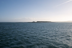 Faro Lontano (Wrinzo) Tags: ocean ireland sun lighthouse faro sole atlanticocean irlanda oceano countygalway oceanoatlantico