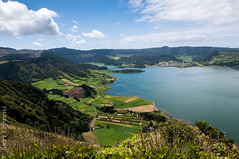 Sete Cidades (joeri-c) Tags: lake green portugal water azul landscape island countryside nikon europe fields lagoa nikkor volcanic ilha archipelago azores saomiguel açores setecidades twinlake sãomiguel lagoaverde lagoadassetecidades d5000 regiãoautónomadosaçores 1685mm lagoonofthesevencities
