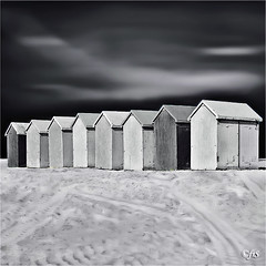 (fifich@t / Franise / off) Tags: sky france beach clouds sand fineart sable minimal huts plage beachhuts eight englishchannel merdunord greyscale fineartphotography pasdecalais ctedopale classicbw fineartbw cabinesdeplage nikond300 nikkor1685vr manchemer silverefexpro2 fifichat1 frs niksoftwaresep2 fificht rawneffile frs