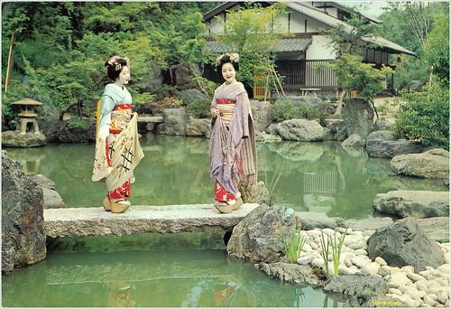 2513 R Kyoto year ~ 1970 Maiko Girls in Kyoto. 京都の舞妓·ガールズ. 日本. ジャパン.