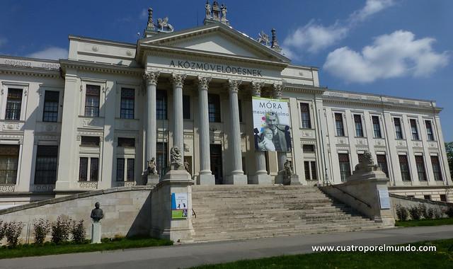 fachada del museo Mora Ferenc