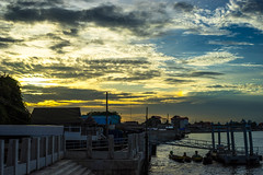 Chilling at Chaophraya River, A7M2 Loxia 2/50 (Ritthirong Chimnak) Tags: carlzeiss zeissloxia50mmf2 sonya7m2