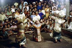 26-403 (ndpa / s. lundeen, archivist) Tags: nick dewolf nickdewolf 26 reel26 color photographbynickdewolf 1972 1970s film 35mm bali indonesia indonesian balinese traditional dance dancing performance dancer people spectators onlookers audience stage youngwoman child children kids girl costume clothing headdress youngwomen girls costumes headdresses musicians gamelan metallophones blurry flowers oceania southpacific pacificislands culture pacificislandculture blur