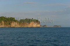 60071772 (wolfgangkaehler) Tags: 2017 costarica southamerica southamerican latinamerica latinamerican centralamerica costarican nationalpark tropic tropical tropicalrainforest tropicalrainforests tropics manuelantonionationalpark manuelantonionationalparkcostarica manuelantonionp viewfromboat view viewfromsea viewfromship island rocky rockycoastline cliff