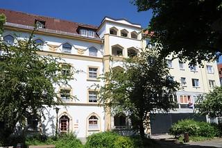 97_9440 Die Grosswohnanlage an der Mannesallee / Veringstrasse wurde 1925 errichtet. Neben der zweifarbig gestalteten Putzfassade.