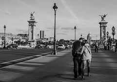 Kisses in paris (Benoit photography) Tags: pictures street city urban paris beautiful les photoshop european photographer photographie photos images photograph fotos streetphoto bild lightroom photograpy 2013 invalideseurope