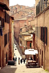Siena. (M. Cristina D'Amico) Tags: city houses windows people house siena borgo