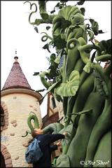 Disneyland Paris 10/2013 (Otire) Tags: street famille mountain paris halloween train buzz toy mine emotion disneyland space pirates main woody disney mickey donald story pluto chateau winnie maison eurodisney dingo waltdisney magie walle clair tigrou hant