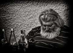 after gifts ... (sermatimati) Tags: nikon serata santaclaus toscana acqua sonno ritratto atmosfera garfagnana vino magia mangiare babbonatale regali trattoria crisi caminetto sermatimati