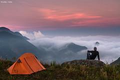 Fugindo pra Montanha (Waldyr Neto) Tags: pordosol mountains twilight acampamento amanhecer serradaestrela montanhas petrópolis serradosórgãos waldyrneto
