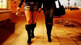 见微知著:贩毒与卖淫促进英国经济?
