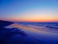 First sundown (broombesoom) Tags: blue sunset sea holland beach netherlands strand meer sonnenuntergang sundown hour colourful farbe horizont