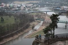 Kannst du mal schauen, ob der Zug pünktlich kommt? (all martn) Tags: decin czech republic city stadt elbe labe