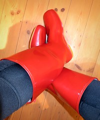 Red Dunlop (essex_mud_explorer) Tags: red vintage dunlop wellies wellingtons welly wellingtonboots boots rubberboots rubberlaarzen rainboots gummistiefel gumboots bottes