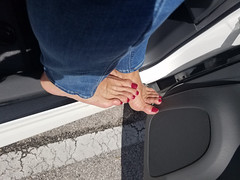 Quinn (IPMT) Tags: toenail sexy toes polish foot feet pedicure painted toenails pedi zoya barefoot barefeet rojo red creme vermelho descalza warm rich redberry slight purple undertones glossy crème finish