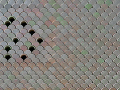 schuppenkasten | lisboa | 1702 (feliksbln) Tags: lisboa lisbon lissabon fgebäude edificio building minimalismus minimalismo minimalism geometrie geometry geometría lines linien líneas wiederholung repetition repeticion muster pattern patrón fassade fachada facade front architektur architecture arquitectura abstrakt abstracto abstract