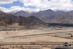 12-06-27 India-Ladakh (117) Leh R01 (Nikobo3) Tags: asia india ladakd jammu kashmir kachemira karakorum himalayas leh aeropuerto nikon nikon247028 nikobo joségarcíacobo flickrtravelaward ngc paisajes nikond200 d200