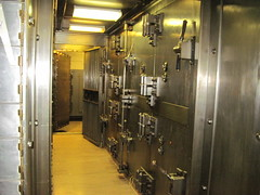 020 (bwiggins55) Tags: bank vault safe woolworthbuilding safedepositbox