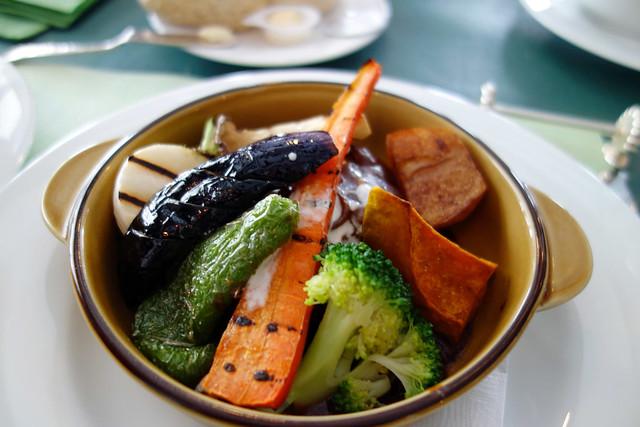 私が頼んだメインディッシュ「煮込みハンバーグ たっぷり野菜。|オールドエイジ