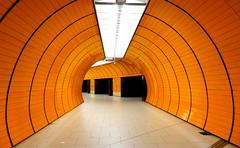 Marienplatz, Métro - Subway, Munich (blafond) Tags: orange underground subway munich neon metro tunnel ubahn munchen muenchen marienplatz mvg