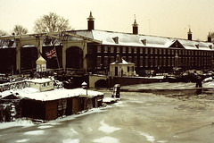 AMSTERDAM 1979 by JS (streamer020nl) Tags: schnee winter snow cold holland ice amsterdam museum viktor sneeuw houseboat slide scan nl hermitage eis unionjack 1979 js ijs koud woonboot nieuweherengracht vlot amstelhof victoriv