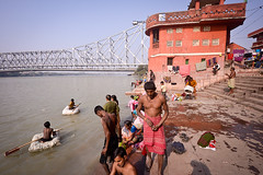 Riverside (Leonid Plotkin) Tags: bridge people india swimming river children asia bathing kolkata bengal calcutta ganges westbengal howrah hooghly