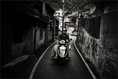 (Yang Ming ing) Tags: street city travel light boy people bw dog white black men girl beautiful lines photography see women sony taiwan taichung taipei        2013 rx100 vision:dark=058 vision:outdoor=059