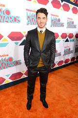 (Jonasbesties) Tags: carpet halo suit event awards jonas hosting 2013