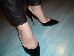 IM006379 (grandmacaon) Tags: highheels classicpumps hautstalons lowcutshoes toescleavage pepejimenez
