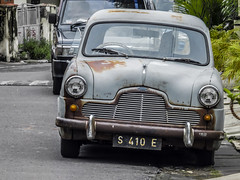 Mblenduk mblenduk (hastuwi) Tags: holdenfj montok ginukginuk jejakperadaban mobil sedan car automobile