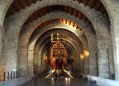 Royal galley in Museu Maritim de Barcelona (Sokleine) Tags: barcelona museum boats spain catalonia bateaux musée espana espagne barcelone maritim galère catalogne drassanes museumaritim muséemaritime